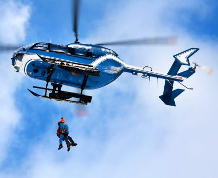 Secours-securite-helicoptere-gendarme-1_434x354_acf_cropped